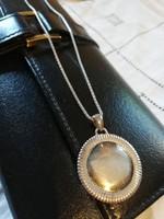 Eladó régi ezüst lánc kör alakú medállal!