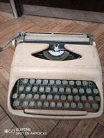 Ritka Claudia írógép az 1950-es évekből