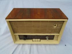 Vadásztölténygyár R 646 U régi rádió