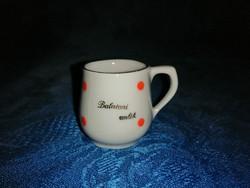 Kicsi porcelán Balatoni emlék feliratú piros pöttyös bögre (1/p)