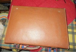 Eredeti bőrből készült kis bőrönd