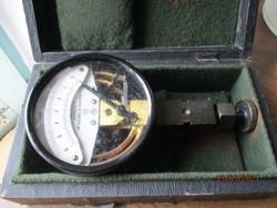 Régi manométer műszer eredeti dobozában /levegő mennyiség mérő/