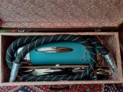 Régi szép állapotú Famulus Favorit  Graz porszívó saját bőröndjében és régi  Fixi Patent felmosóval