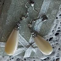 Nagyméretű csepp alakú gyöngy fülbevaló cirkónia kővel, ezüst foglalatban