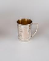 Ezüst pohár füllel