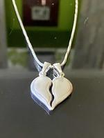 Gyönyörűséges ezüst nyaklánc és Medál