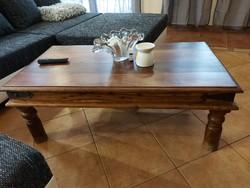 Eladó egy ROZSAFÁBOL készült dohányzó asztal., kovácsoltvas sarkokkal. Bútor szép állapotú. Újonnan