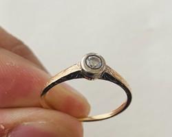 Eladó Gyönyörű Brill Köves Gyűrű !