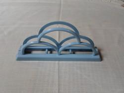 Retro konyhai eszköz: műanyag szalvétatartó