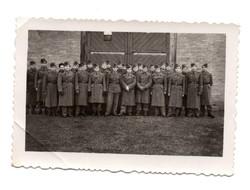 Katona csoportkép 9x6 cm Suba fotó laboratóriumban Balassagyarmat