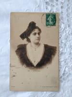 Antik francia szépia képeslap/fotólap Arlés-i hölgy csipke ruhában 1910-es évek