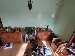 Koloniál stílusú bútorok - 2 szekrény és egy polcos tároló