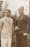 Katona fiával, kitüntetés, 5,2x8 cm