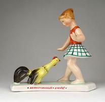 1E374 Régi jelzett kakassal incselkedő kislány kerámia szobor HAJDÚSZOBOSZLÓI EMLÉK