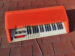 Bontempi Pop5 olasz szintetizátor, orgona dobgéppel