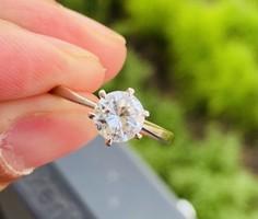 Eladó Gyönyörű 1 Karátos Brill Köves Gyűrű !