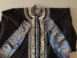 Hímzett kinai selyem köntös, Csing-dinasztia