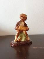 Harmónikás zenész fiú jelzetlen kézzel festett kerámia figura ismeretlen készítőtől