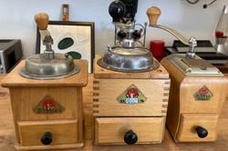 Antik fa kávédarálók DIENES márka