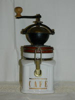 Különleges porcelán aljú kávédaráló
