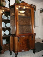 Gyönyörű, antik, eredeti elől csiszolt üveges, oldalt eredeti hengerelt üveges intarziás kis vitrin