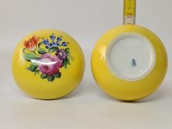 Virágmintás, sárga Herendi porcelán bonbonier (1741)