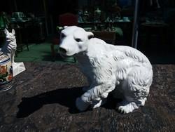 Óriási .Fehér medve .