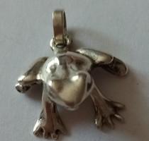 Ezüst béka medál, különleges, egyedi, ötvös művész alkotasa