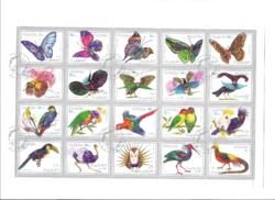 Színpompás exotikus lepkék és madarak bélyegeken