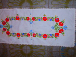 Kalocsai mintával hímzett terítő 78 cm X 33 cm