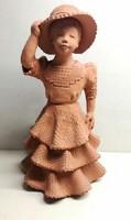 Illár Erzsébet kalapos hölgy kerámia szobor