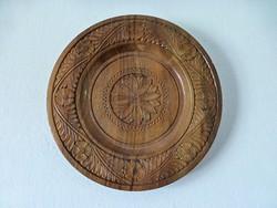 Magyaros mintájú,egy tömbből faragott,fa falitányér,dísztányér