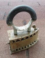 Antik mini szenes vasaló  köríves fogóval - ritka darab