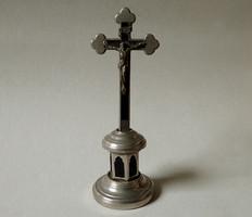 Régi retró fém asztali feszület kereszt keresztény kegytárgy talpon 17 cm magas