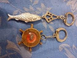 KULCSTARTÓ GYŰJTEMÉNY 2 db jó régi egyben egy iránytű és egy fém hal ponty