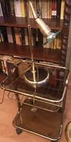 Üveges asztal hozzáillő kislámpával