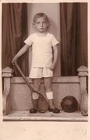 Gyerek teniszütővel, labdával Gerenday Újpest