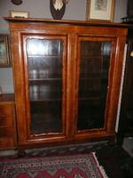 Gyönyörű, szétszedhető, intarziás, dió svartnis 140 éves antik biedermeier könyvszekrény / vitrin