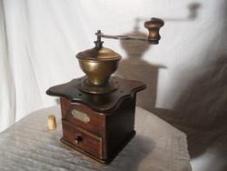Hatalmas antik szép kávé daráló emblémával