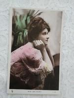 Antik, kézzel színezett fotólap/képeslap Jane Aylwin színésznő pink csipke ruhában 1910-1930 körüli