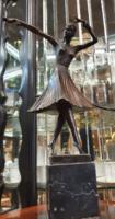 D. H. Chiparus jelzett bronz szobra art deco táncosnő