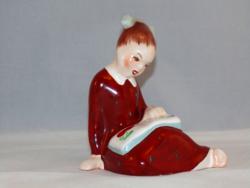 Bodrogkeresztúri könyvet olvasó lány