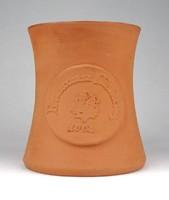1E680 Jelzett cserép söröskorsó Reneszánsz Mulatság 13 cm