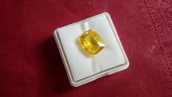 6.80 karátos sárga zafír drágakő tanúsítvánnyal