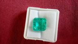Természetes 7.85 karátos türkiz zöld smaragd drágakő tanúsítvánnyal