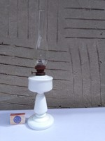Antik, szakított aljú tejüveg petróleum lámpa