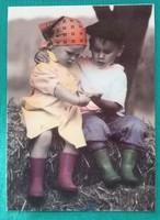 Aranyos kisgyerekes,postatiszta képeslap(1)
