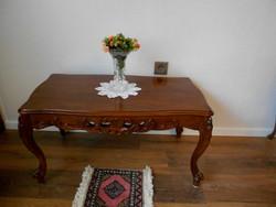 Faragott tömörfa barokk asztal dohányzóasztal