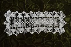 Horgolt csipke kézimunka lakástextil dekoráció kis méretű terítő 22 x 8 cm