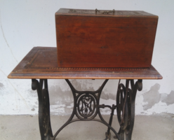 Antique about 100 year old inlaid, wheeled, lion wollas and tsa sewing machine from 1910-20